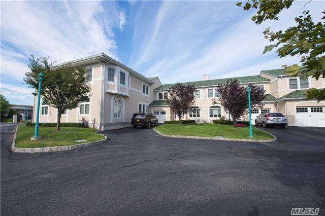 3 Villa Promenade, Bay Shore, NY 11706 (MLS #2965264) :: Netter Real Estate