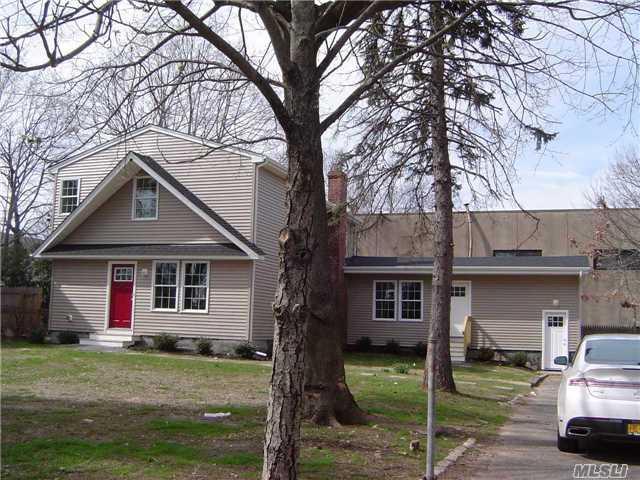 26 E 8th St, Huntington Sta, NY 11746 (MLS #2965532) :: Signature Premier Properties