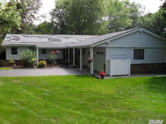 11 Hardwick Dr, South Huntington, NY 11746 (MLS #2965555) :: Signature Premier Properties