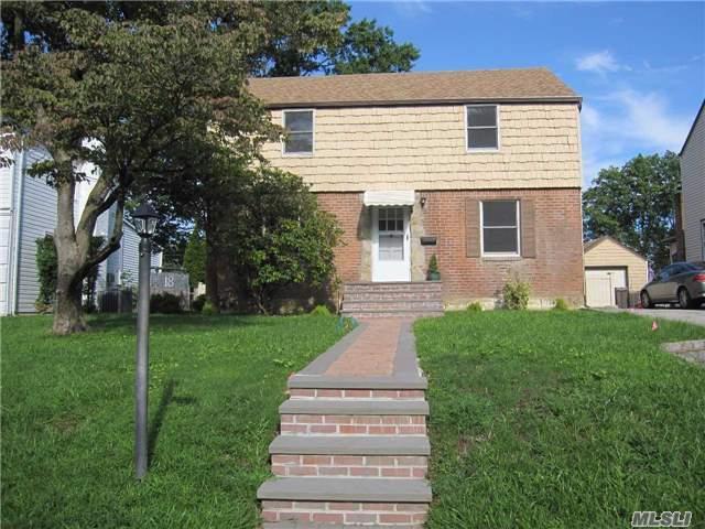 18 Wilwade Rd, Great Neck, NY 11020 (MLS #2965560) :: Signature Premier Properties