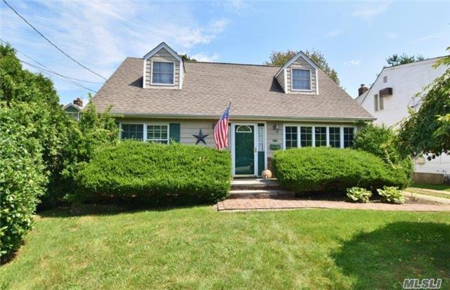 404 4th St, E. Northport, NY 11731 (MLS #2965566) :: Signature Premier Properties