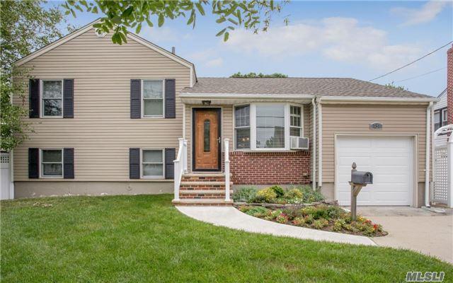 131 Westside Ave, Freeport, NY 11520 (MLS #2965574) :: Signature Premier Properties