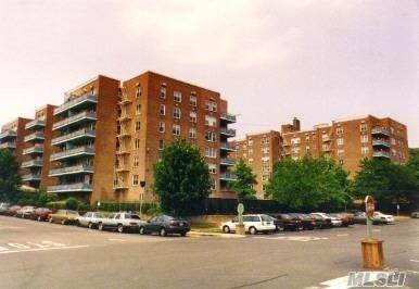 18-40 211th St 2F, Bayside, NY 11360 (MLS #2966328) :: Netter Real Estate