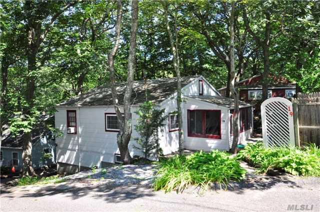 19 E Way Path, Calverton, NY 11933 (MLS #2969122) :: The Lenard Team