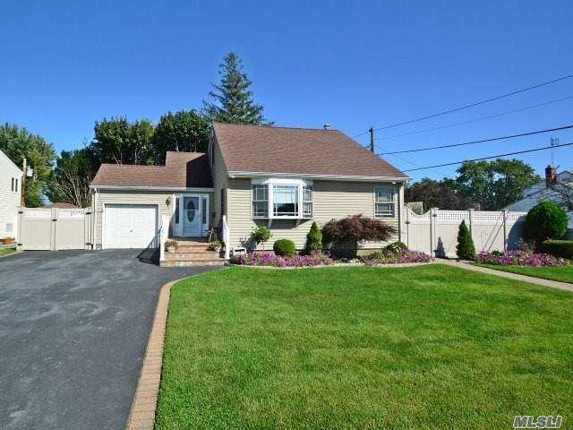 57 Curtis Pl, Bethpage, NY 11714 (MLS #2972194) :: The Lenard Team