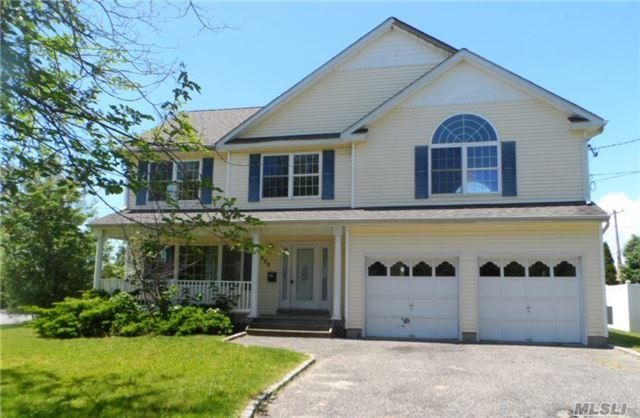 220 West Ave, Patchogue, NY 11772 (MLS #2972223) :: The Lenard Team