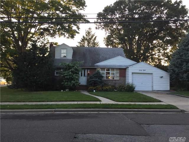 68 Hemlock Dr, Farmingdale, NY 11735 (MLS #2972546) :: The Lenard Team