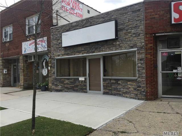 954 Rockaway Ave, Valley Stream, NY 11581 (MLS #2972585) :: The Lenard Team