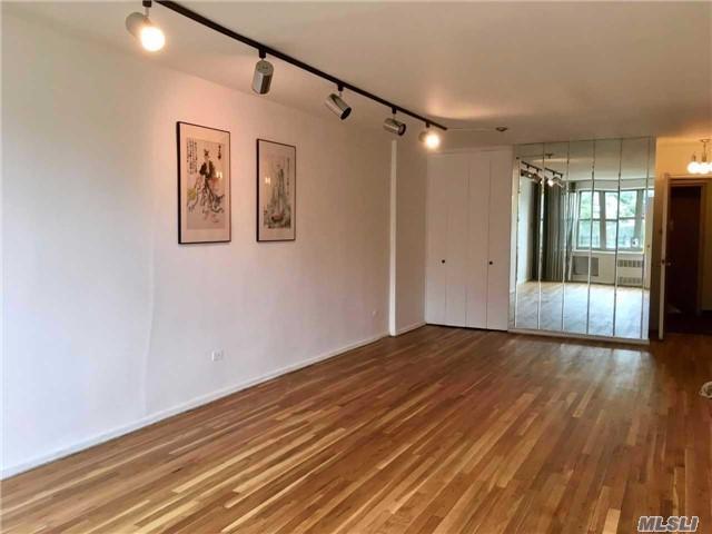 23-25 Bell Blvd 2J, Bayside, NY 11360 (MLS #2973316) :: Netter Real Estate