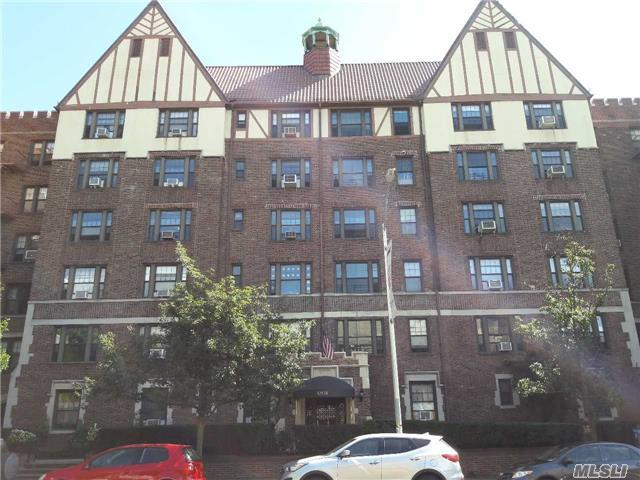 109-14 Ascan Avenue 5H, Forest Hills, NY 11375 (MLS #2973453) :: Netter Real Estate