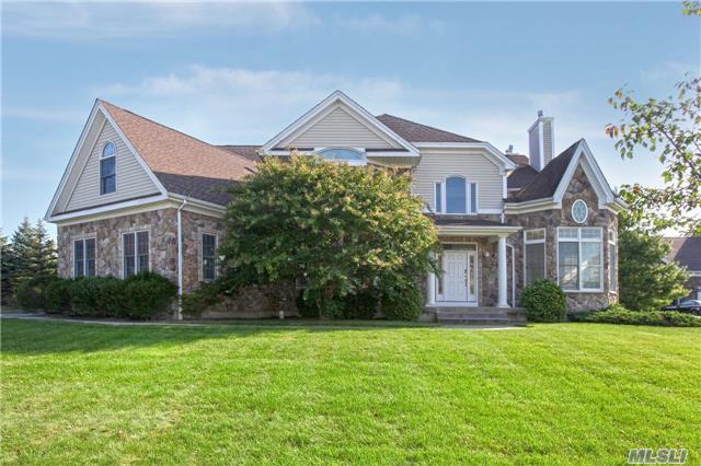 105 Elmwood Dr, Dix Hills, NY 11746 (MLS #2975114) :: Netter Real Estate