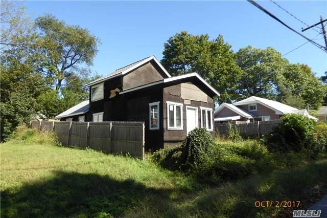 20 May St, Huntington Sta, NY 11746 (MLS #2975858) :: Platinum Properties of Long Island
