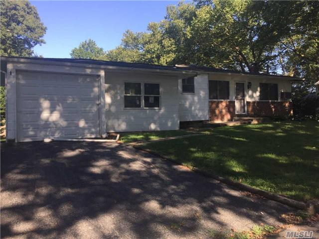 2 Larch Pl, Huntington Sta, NY 11746 (MLS #2976383) :: Platinum Properties of Long Island