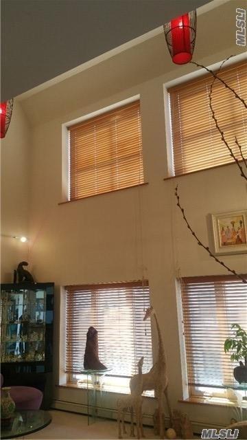 42-31 Colden St R7b, Flushing, NY 11355 (MLS #2976435) :: Netter Real Estate