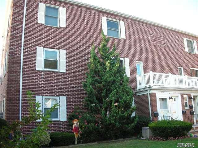 74-11 Little Neck Pky H2+3, Glen Oaks, NY 11004 (MLS #2976460) :: Netter Real Estate