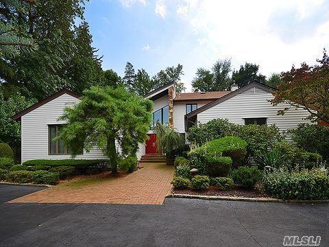 17 Bristol Dr, Manhasset, NY 11030 (MLS #2978335) :: Netter Real Estate