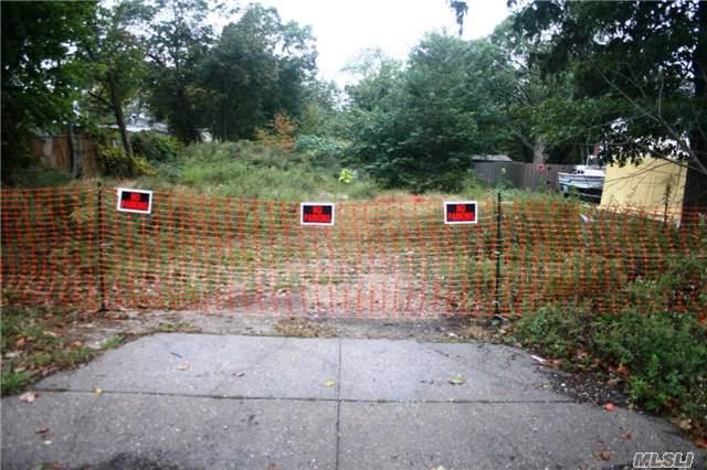 North 7th Ave, Huntington, NY 11747 (MLS #2978760) :: Platinum Properties of Long Island