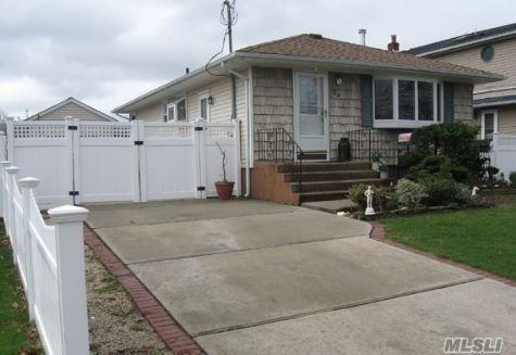 58 Maple Ave, Farmingdale, NY 11735 (MLS #2979222) :: The Lenard Team