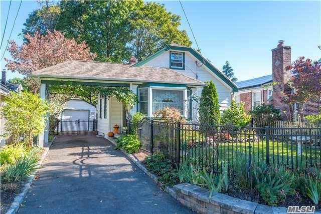 911 Washington Dr, Centerport, NY 11721 (MLS #2979294) :: Platinum Properties of Long Island