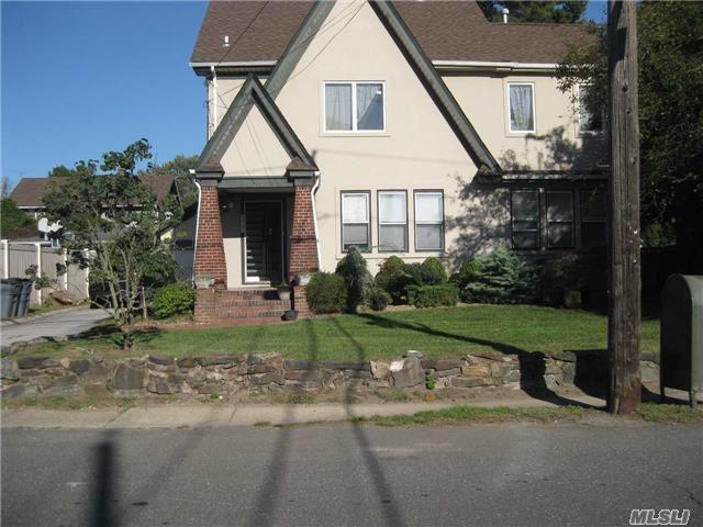 338 Leroy Ave, Cedarhurst, NY 11516 (MLS #2979306) :: The Lenard Team