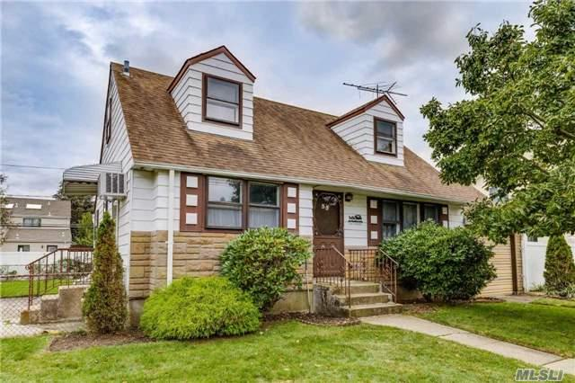 35 Woodcrest Rd, Hicksville, NY 11801 (MLS #2979525) :: The Lenard Team