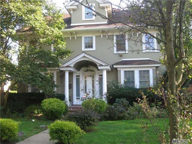 383 Oak Ave, Cedarhurst, NY 11516 (MLS #2979827) :: The Lenard Team