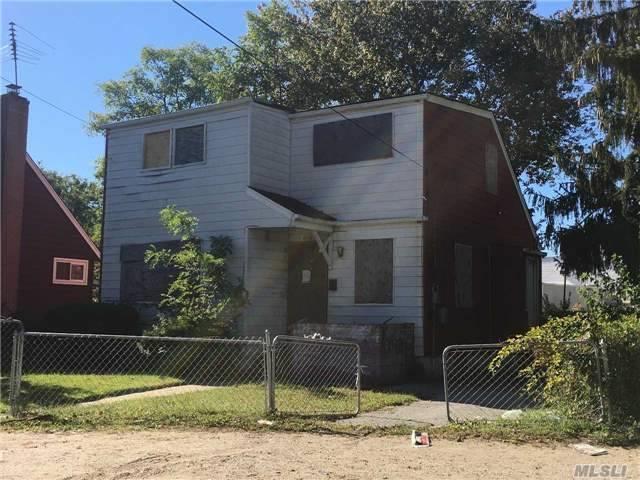 810 Mount Ave, Wyandanch, NY 11798 (MLS #2979861) :: Platinum Properties of Long Island