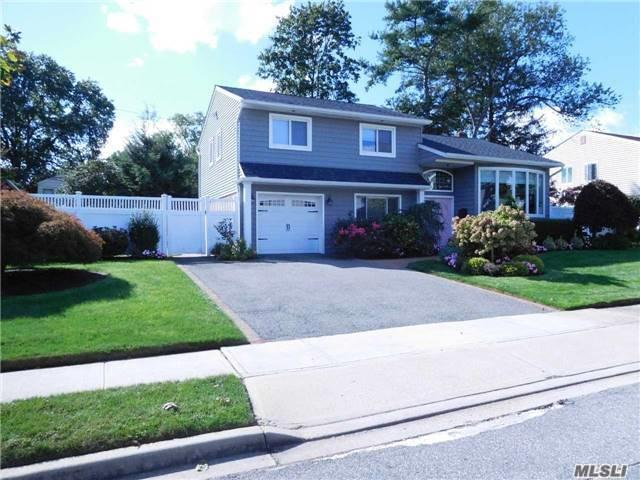 4 Oakwood Ln, Plainview, NY 11803 (MLS #2979939) :: The Lenard Team