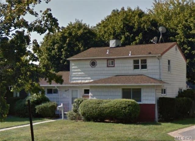 12 Winters Ct, Plainview, NY 11803 (MLS #2979949) :: The Lenard Team