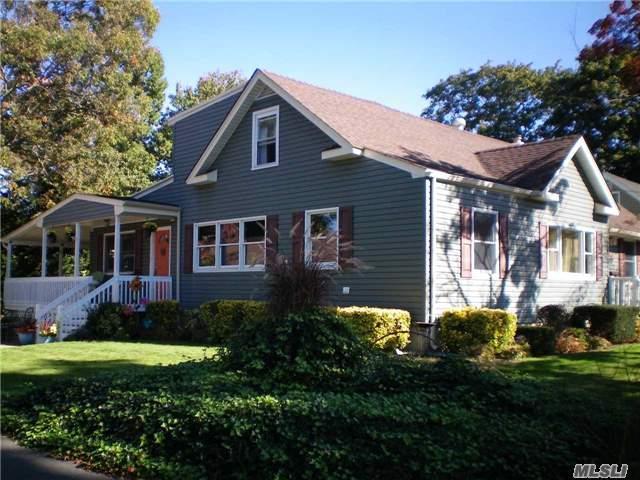 103 Edgewood Rd, West Islip, NY 11795 (MLS #2979955) :: The Lenard Team