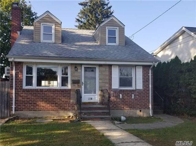224 Jerome Ave, Carle Place, NY 11514 (MLS #2980007) :: The Lenard Team