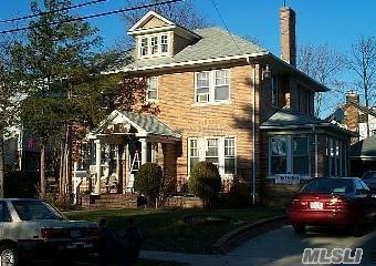 316 Longacre Ave, Woodmere, NY 11598 (MLS #2980008) :: The Lenard Team