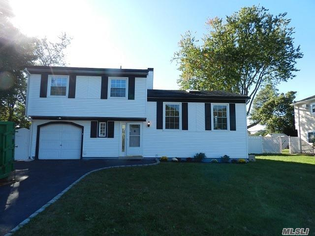 136 Cirrus Rd, Holbrook, NY 11741 (MLS #2980033) :: The Lenard Team