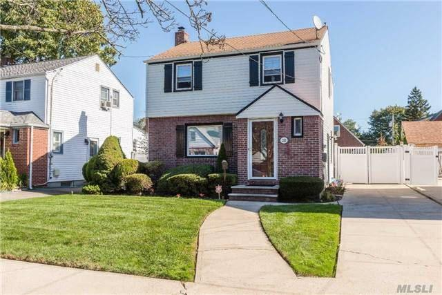 220 Beverly Rd, Hempstead, NY 11550 (MLS #2980043) :: The Lenard Team