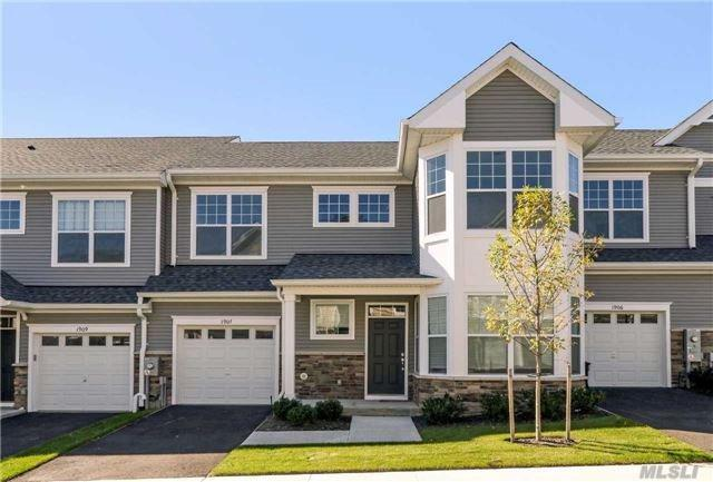 1907 Townhome Way, Huntington Sta, NY 11746 (MLS #2981086) :: Netter Real Estate