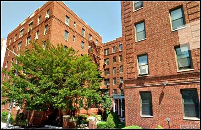 657 E 26 St, Brooklyn, NY 11210 (MLS #2982687) :: Netter Real Estate