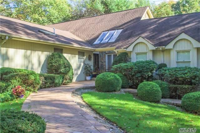 142 Landing Meadow Rd, Smithtown, NY 11787 (MLS #2983952) :: Netter Real Estate