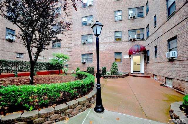 102-55 67 Rd 2U, Forest Hills, NY 11375 (MLS #2983992) :: Netter Real Estate