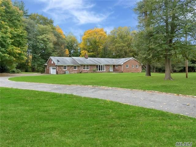 831 Orchard Ln, Muttontown, NY 11771 (MLS #2984605) :: The Lenard Team