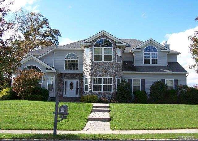 33 Southview Cir, Lake Grove, NY 11755 (MLS #2985162) :: The Lenard Team