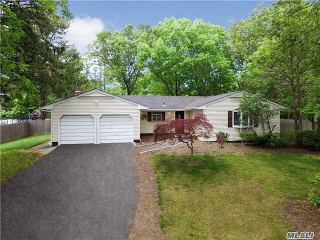 35 Betty Ann Dr, S. Setauket, NY 11720 (MLS #2985905) :: The Lenard Team