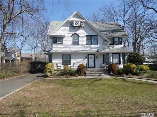 18 Pine St, Woodmere, NY 11598 (MLS #2986728) :: The Lenard Team