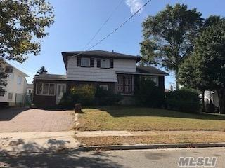 2514 Riviera Ln, Bellmore, NY 11710 (MLS #2986764) :: The Lenard Team