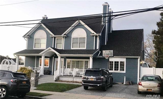 65 Fordham Ave, Hicksville, NY 11801 (MLS #2986811) :: The Lenard Team