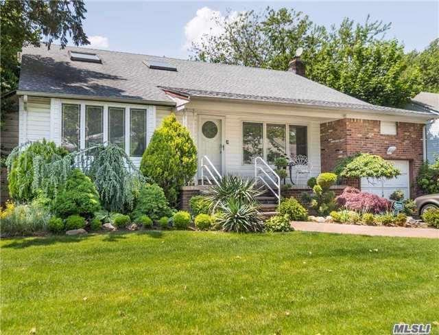 805 Oakleigh Rd, N. Woodmere, NY 11581 (MLS #2986885) :: The Lenard Team