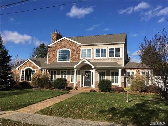 15 W Pocahontas St, Massapequa, NY 11758 (MLS #2986918) :: The Lenard Team