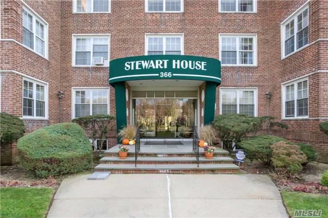 366 Stewart Ave C10, Garden City, NY 11530 (MLS #2987095) :: The Lenard Team