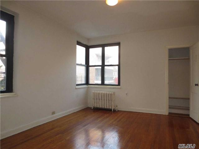 34-20 79th St 3G, Jackson Heights, NY 11372 (MLS #2987991) :: Netter Real Estate