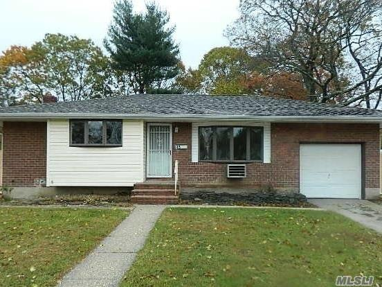 15 Valmont Ln, Commack, NY 11725 (MLS #2988131) :: Platinum Properties of Long Island