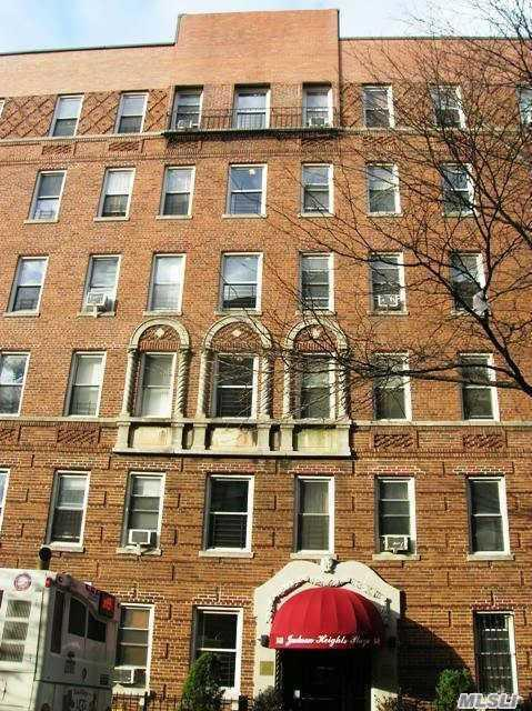 34-58 90th St 2L, Jackson Heights, NY 11372 (MLS #2988999) :: Netter Real Estate